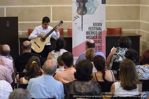 <h5>Juan José Rodríguez, guitarra</h5>