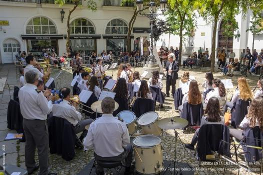 <h5>Música en la calle/Música na rua </h5><p>Escriba su descripcion</p>