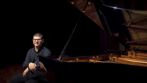 <h5>Alberto Pérez, piano</h5><p>Escriba su descripcion</p>