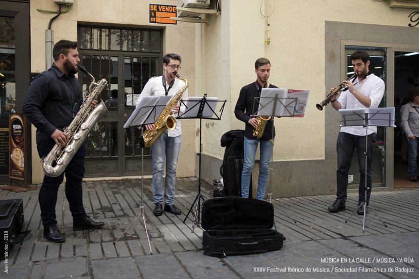 Música en la calle/música na rua